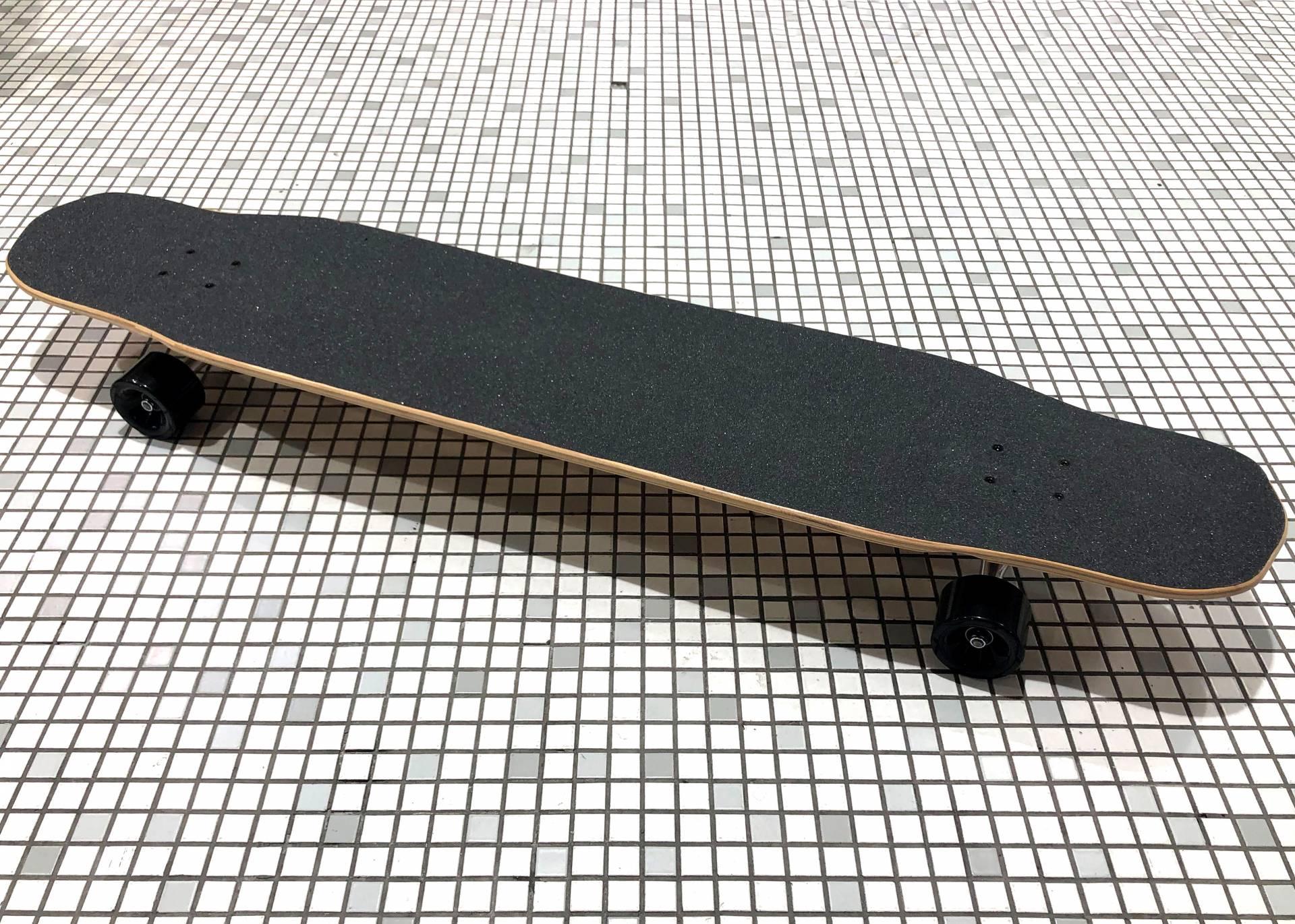 話題沸騰中!【BLANK】新たな横乗り【ロンスケ】に注目度高まる、ダンシング スケートボードが数量限定で入荷!